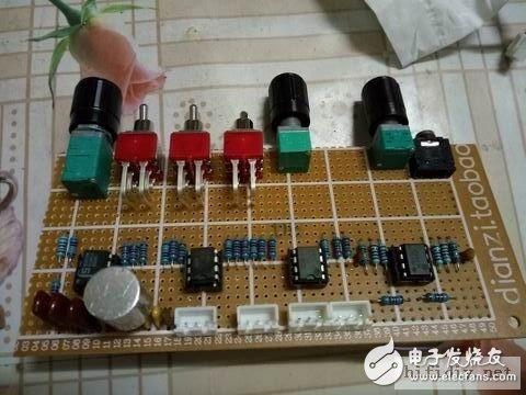 低音通道电路,和直通电路。转换开关包含低音相位反转,立体声和低音桥接开关,音调直通开关。