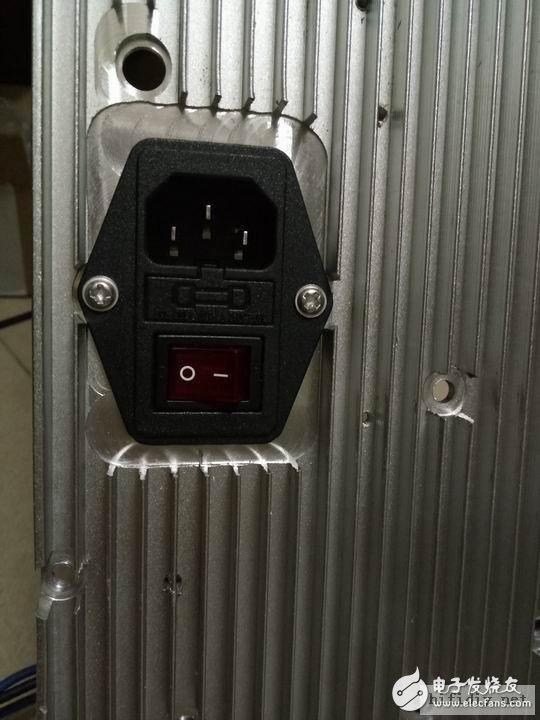 铣好的开关插座,不小心铣大了、