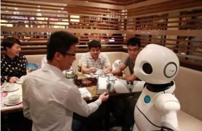 人工智能技术发展的同时,防止人工智能负面影响的监管措施也必不可少
