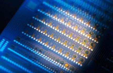 NIST科研人员研制出可模拟神经网络的硅光芯片