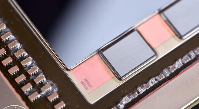 英特尔展示EMIB封装龙8娱乐城官网 跟AMD2.5D封装类似但龙8娱乐城官网水平更高