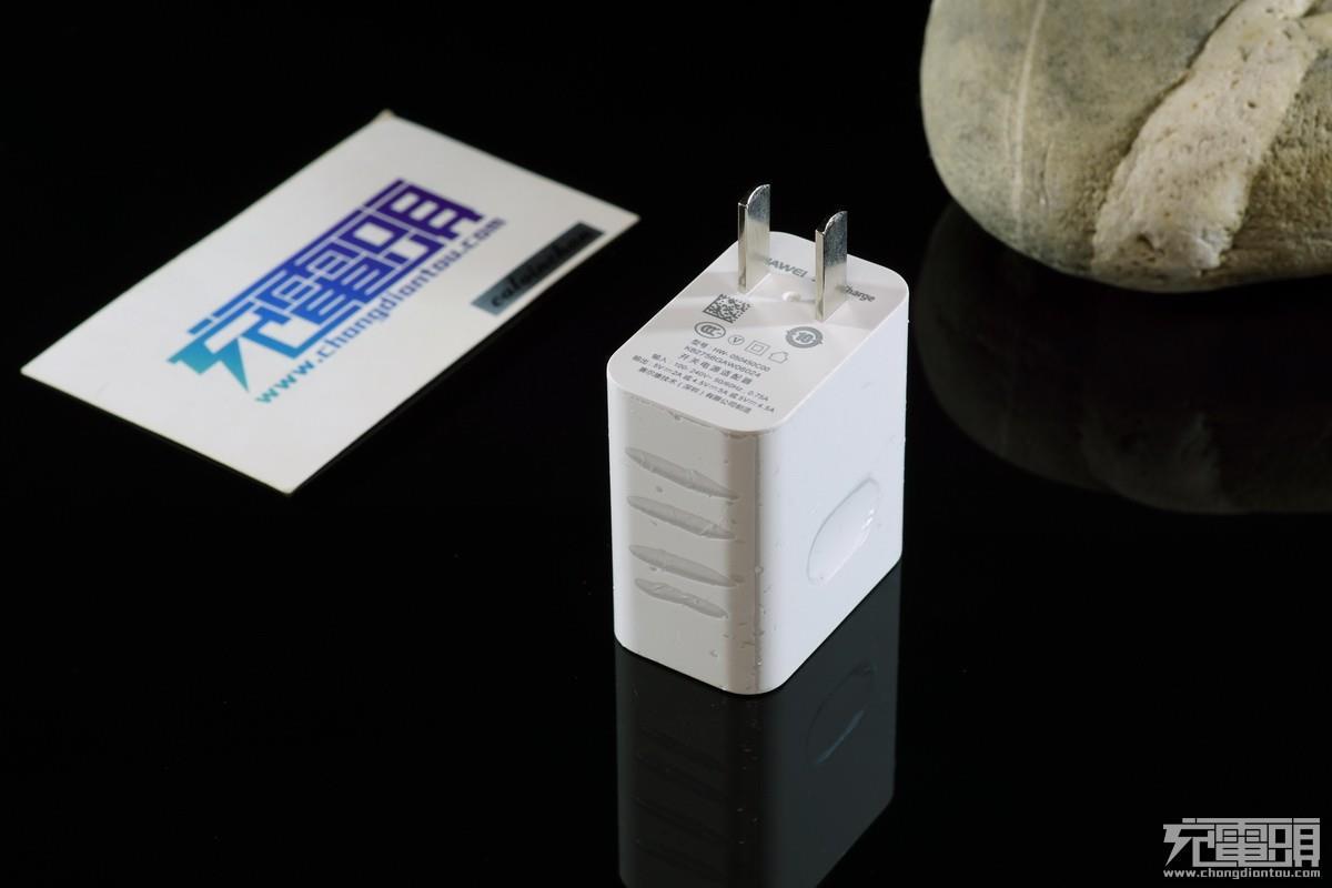 华为Mate9原装充电器拆解评测 华为第一款低压大电流方案充电器