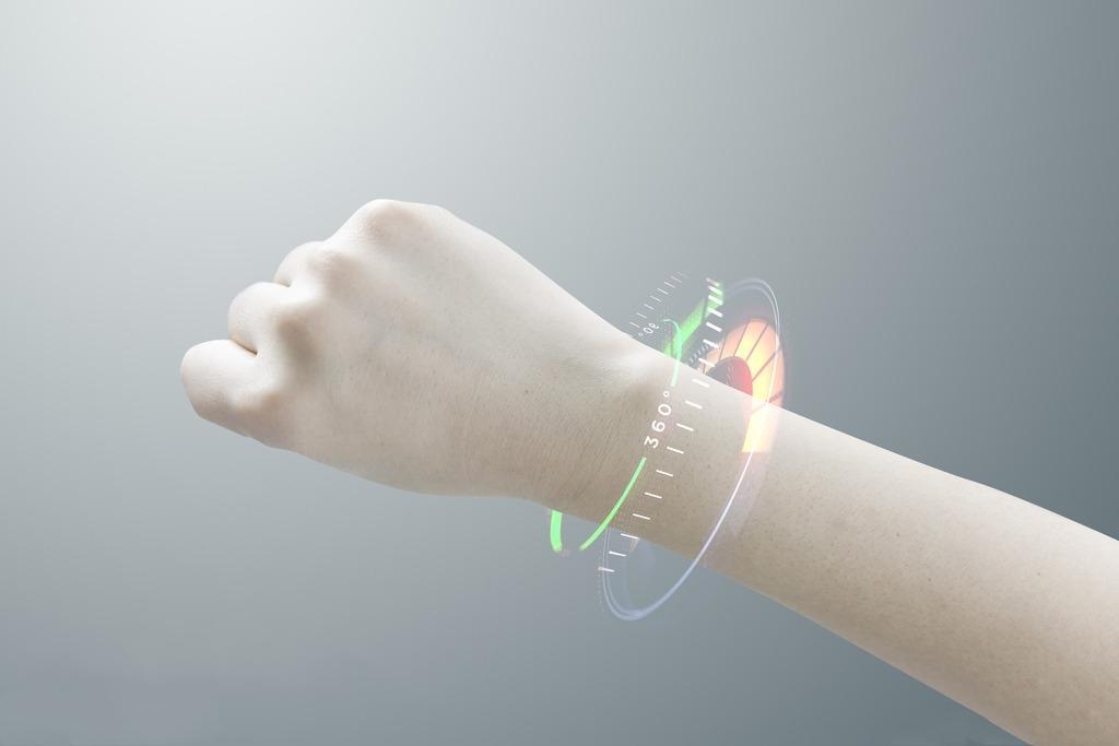 腾讯首款运动手环评测 走路就能把手环钱给赚回来