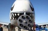 A-10战机GAU-8机炮有多强?酒瓶差不多的子...