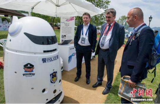 人工智能发展进入爆发增长期,机器人成为新一轮投资热点