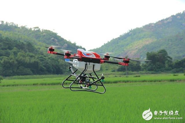 无人机用途多多,空中喷洒农作物药剂
