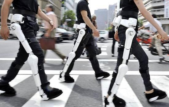 LG对外展示其最CLOi SuitBot可穿戴机...