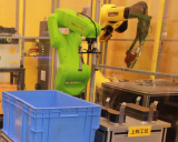 如何延长工业机器人的寿命,实现高的效率运转创造出更大的效益?