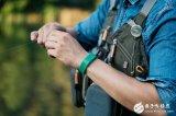 国外开发出一款利用电磁波驱蚊的智能手环 能降低近50%的被叮咬概率