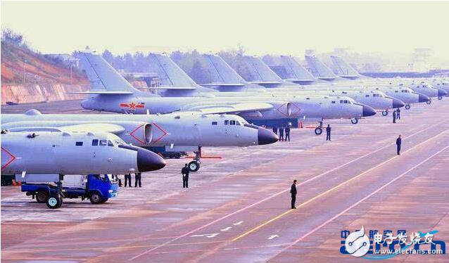 西飞机场现9架运20、11架轰6K,我国大飞机产量正大步向前