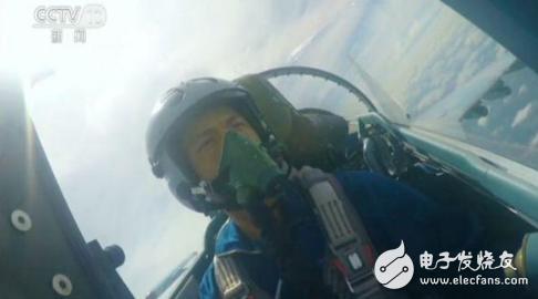 """苏-35战机被我国""""改头换面?#20445;?#26032;型头盔既轻巧又..."""