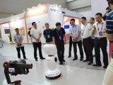 智博会上的大明星——新松服务机器人
