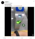 小米手环3 NFC到来具用公交一卡通功能刷环坐公...