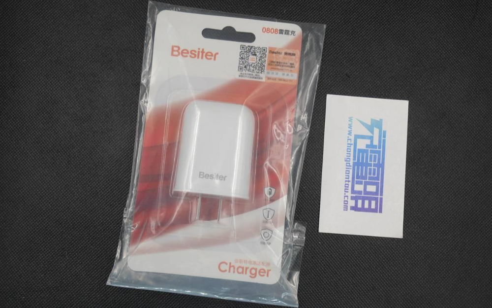 倍斯特雷霆充充电器评测 对要求输入电压比较高的设备能够满速充电