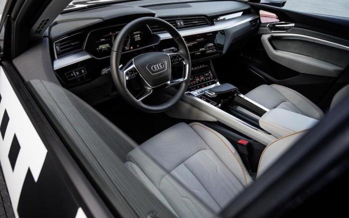 奥迪量产首款全电动SUV,预计年底销售