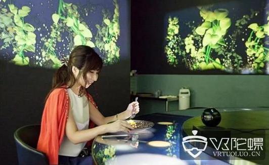 日本餐厅新推出VR用餐服务,客户在用餐时也可以享...