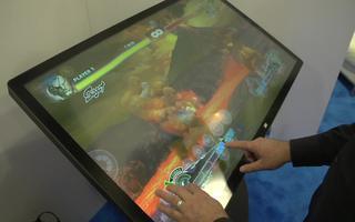 46英寸多点触摸表单上的GestureWorks Gameplay