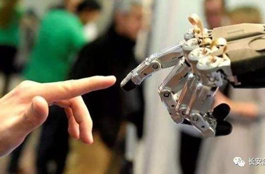 加州对言论机器人作出了规管措施,影响政治的社交媒...