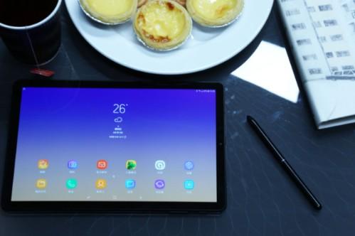 三星推出了一款平板电脑GalaxyTabS4,可...