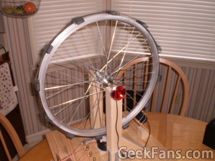 怎样用自行车轮做发电机 脑洞大开