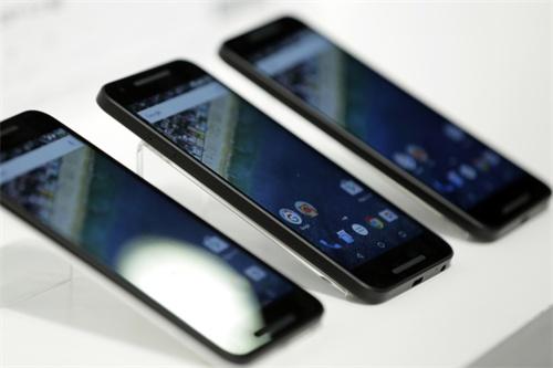 IDC预计:今年全球智能手机出货量同比将降下滑0.7%
