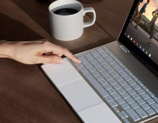 谷歌准备了两款新款的Pixelbook笔记本,10月9号与手机一起亮相