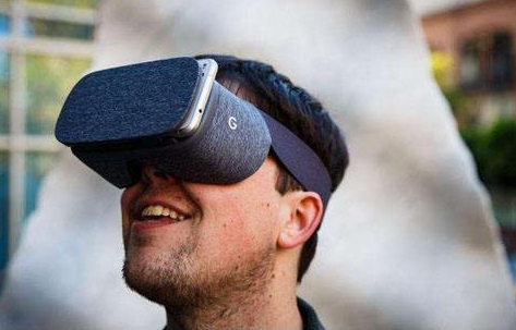 VR头戴式设备的全球出货量第二季度下降,但VR头显市场前景乐观