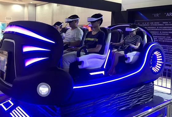 山西首家VR虚拟现实和3D打印科普体验馆亮相,吸引了很多市民前往体验