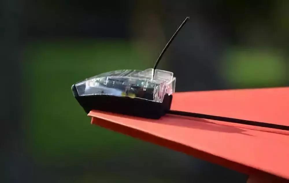 童年的纸飞机,现在变成遥控的了