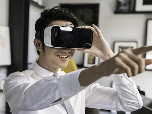 日本企业家前沢友乘坐SpaceX实现绕月飞行,全程利用高清VR进行直播