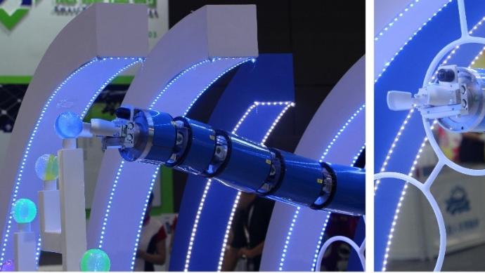 新松机器人发布了一款外形独特的蛇型臂机器人