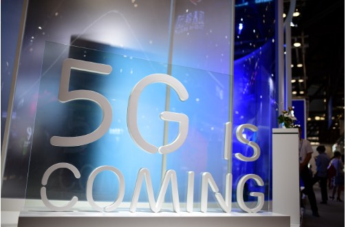 5G即将实现商用,各大手机厂商都在争分夺秒抢夺5G手机首发