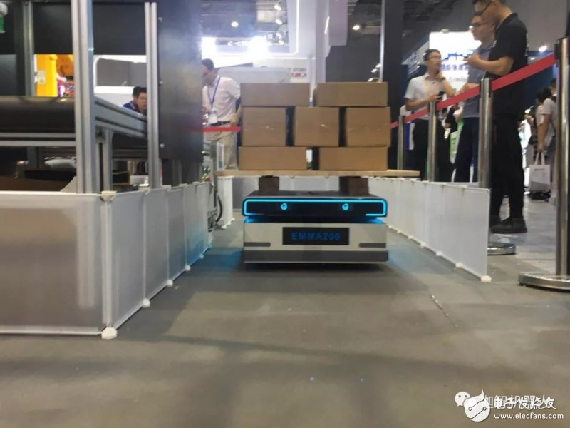 迦智科技,攜帶最新AGV產品和智慧物流解決方案亮相中國工博會