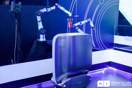 """阿里发布新品""""太空梭"""",一款医院使用的服务型机器..."""