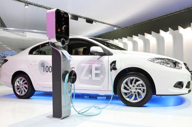 随着电动汽车的发展,未来竞争的焦点将是电动汽车网联化和智能化