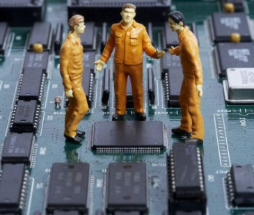 产生ESD静电的原因及该如何解决此问题
