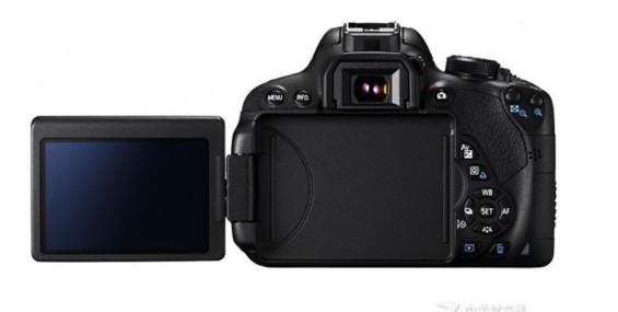 佳能700D相机,是理想的入门单反选择,具备1800万的有效像素