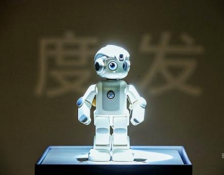 """便携式long8龙8国际pt机器人""""悟空""""正式发布"""