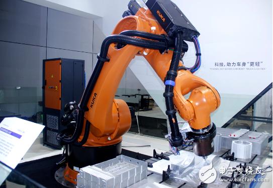 51ROBOT:展示了其工业机器人的全新产品和服务理念,助力中国智能制造升级