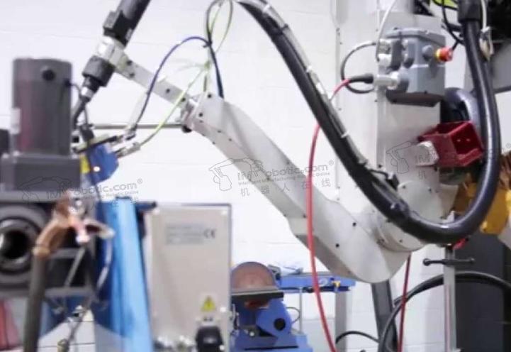 世界首台焊接协作机器人面世,适用于多品种、小批量...