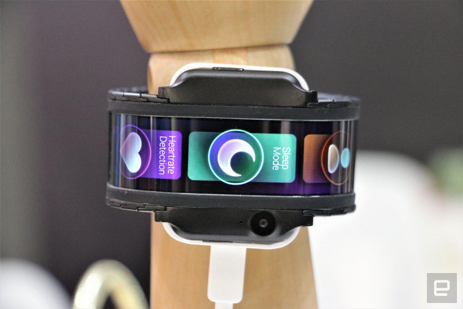 努比亚展示一款穿戴式手机的概念机 并透露将于第四季推出