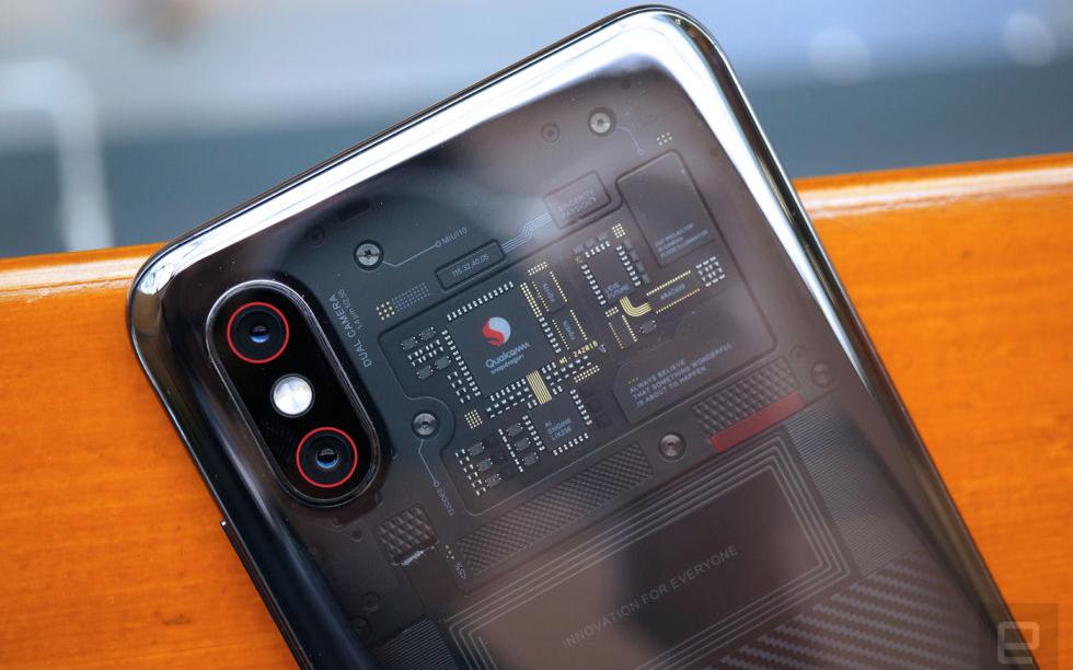 小米8透明探索版怎么样 几乎展示了所有当下市场追捧的热门技术
