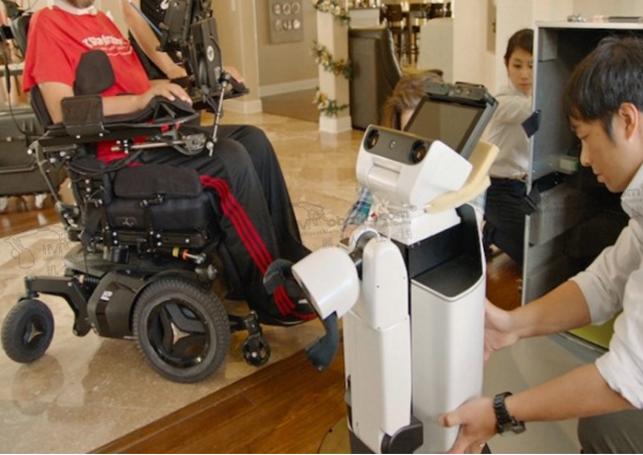 丰田利用其制造的机器人专门用来帮助残疾人进行简单的生活自理工作