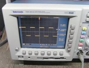 使用数字荧光示波器检测电路故障并进行调试
