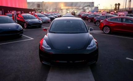 特斯拉Model 3产量跨过10万辆的关口,达到了一个重要的里程碑