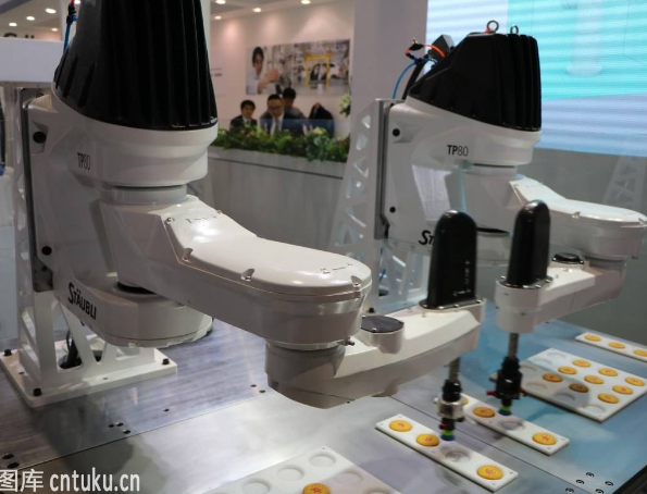 面对激烈复杂的工业机器人市场,国内企业该如何突围?
