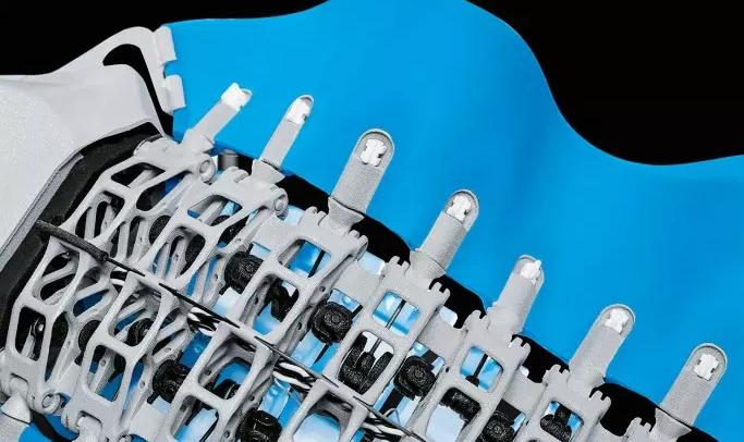BionicFinWave:具有独特鳍片驱动器的水下机器人,可通过无线电与外界通信