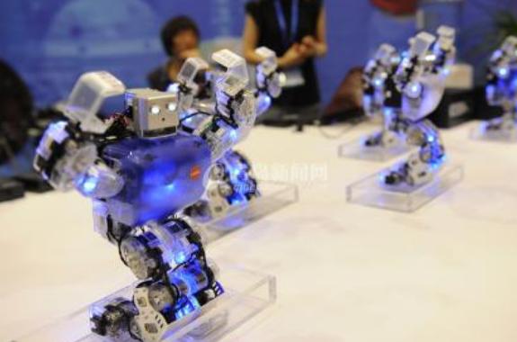 机器人现身英国议会 创造了英国议会700年来的历史
