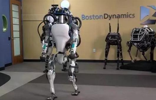 景德镇联手猎豹,第一次采用猎豹移动机器人为瓷博会提供讲解服务