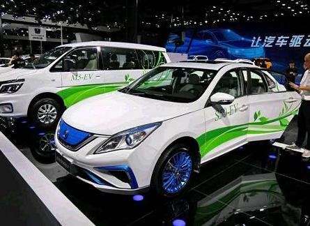 相较于比亚迪,金彭在新能源汽车领域有什么优势?